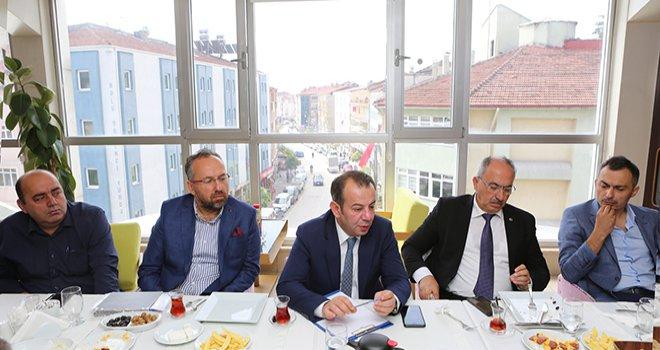 Başkan Özcan mahalle muhtarlarıyla bir araya geldi