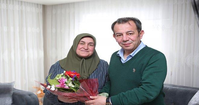 Başkan Özcan'dan Anneler Gününde anlamlı ziyaret