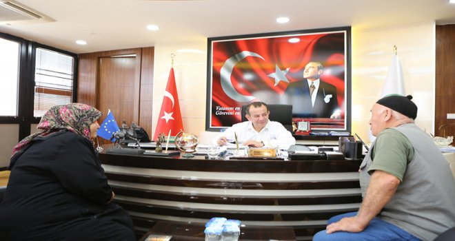 Belediye Başkanı Özcan, Halk Günü'nde vatandaşları dinledi