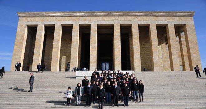 BOLU ÖZEL ÇAMKENT ANADOLU LİSESİ Öğretmeni ve öğrencisi ile birlikte Ata'mızın huzuruna çıktı