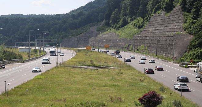 Bolu TEM Otoyolu'nda trafik yoğunluğu sürüyor…