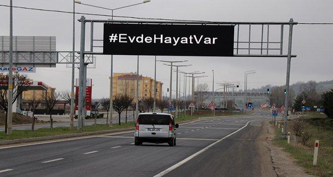 Bolu'da, sürücülere ışıklı tabelalardan 'evde kal' çağrısı