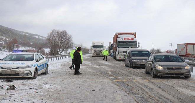 Karabük-Gerede D-100 Karayolu, 4 saatlik çalışmanın ardından ulaşıma açıldı