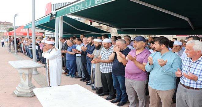 Muhammed Mursi için gıyabi cenaze namazı kılındı