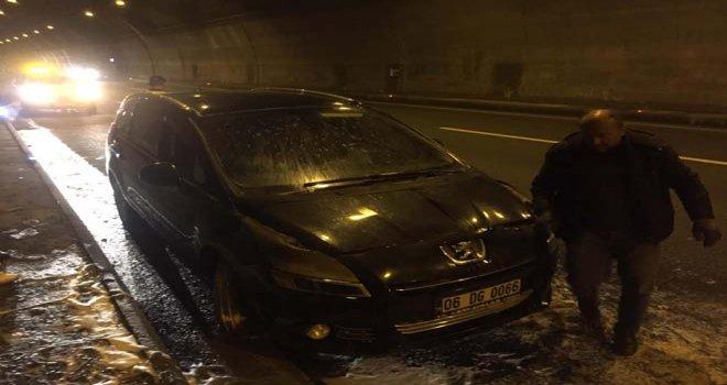 Seyir halindeki araç, Bolu Dağı tünelinde yandı...