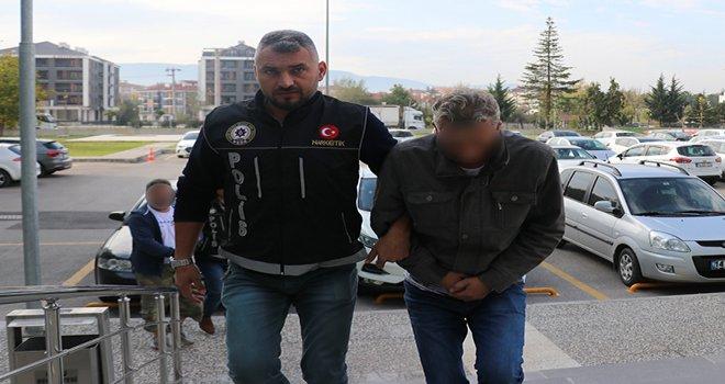 TEM Otoyolu'nda durdurulan otomobilde uyuşturucu ele geçirildi: 2 gözaltı