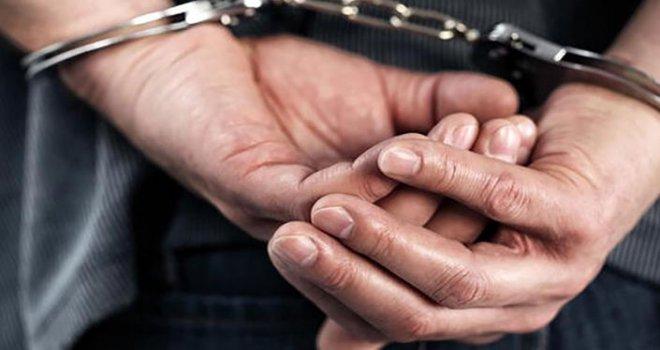 Türkiye Cumhuriyeti'ne küfür eden öğrencinin babası dolandırıcılıktan tutuklandı