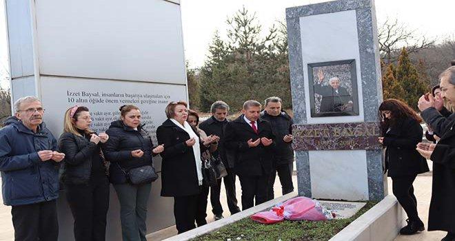 Türkoğlu ve CHP'liler İzzet Baysal'ın mezarını ziyaret ettiler